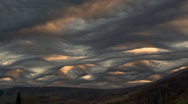 http://pageslap.files.wordpress.com/2009/06/asperatus-clouds.jpg